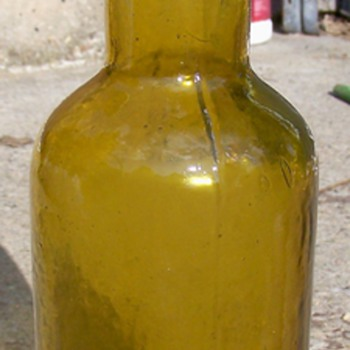 BEAUTY YELLOW ANTIQUE BLOB PINT BEER BOTTLE  WIS GLASS CO - Bottles
