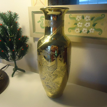 A FINE GOLDEN JAPANEES VASE