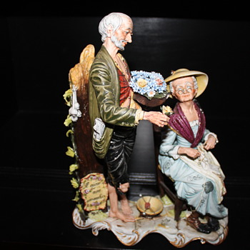 Capodimonte figurine old man and woman - Figurines