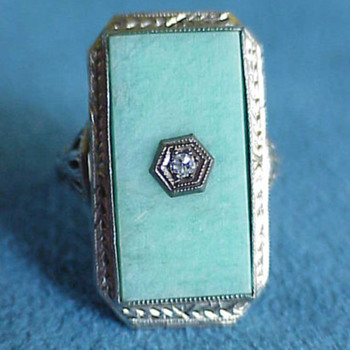 Art Deco Jade  Locket Ring With Mysterious Lady - Art Deco