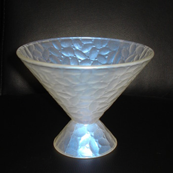 "HALLMARK, FRANCE 11.SNOWY WHITE GLASS BOWL? ""RE-TOOK PICTURES"" - Art Glass"