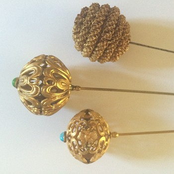 Selection of round ball-shaped hatpins