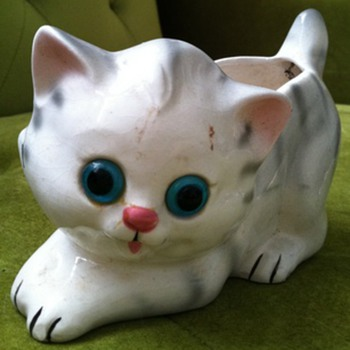 Lefton Kitten Planter with Glass Eyes