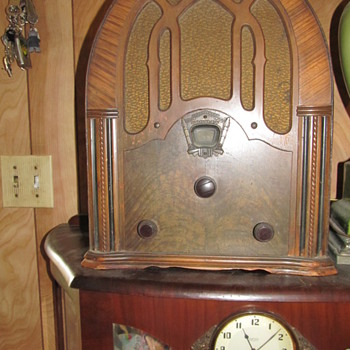 ANTIQUE CROSLEY RADIO - Radios