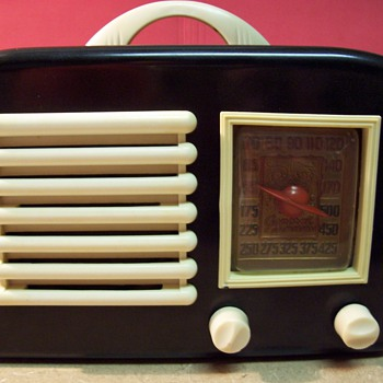1940&#039;s General Television Brand Bakelite Radio - Radios