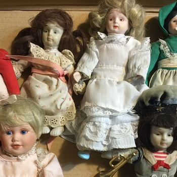 Mixed doll lot
