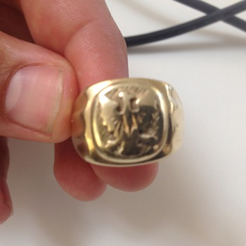 Polish Eagle facing left gold ring, - Military and Wartime