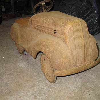 antique pedal car - Model Cars