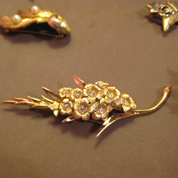 "BOUCHER Rhinestone pin ""Gladiolus ""  signed and numbered - Costume Jewelry"