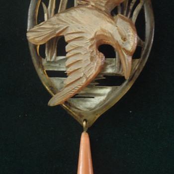 Art Nouveau horn pendant by Bonte