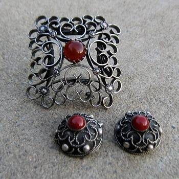 "Austria, Sweden or Italy? A pin and earring ""set"""