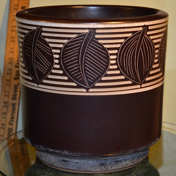Uppsala-Ekeby? Midcentury or Deco Planter - any info?