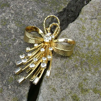 Sarah Coventry Brooch - Vogue