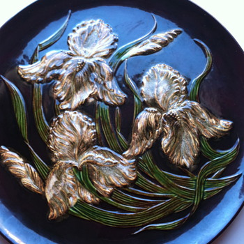 Does anyone have information on this vintage plate? - Art Pottery