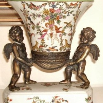 Wong Lee Chinese reproduction cherub vase centrepiece