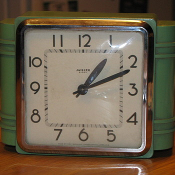 E. Ingrahm Metal Kitchen Clock