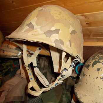uae m1 c helmet  - Military and Wartime