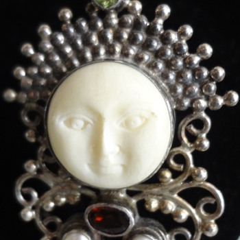 moon face pendant
