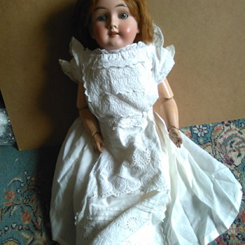 German Handwerck Doll, but not sure of name her name or type.