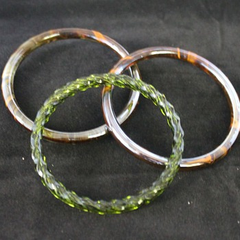 Solid Glass Bangles