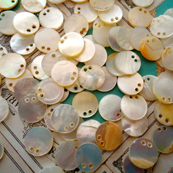 Vintage Mother of pearl sequins new old stock golden - Sewing