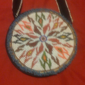 FLAT BAG, PONYBEADS, BEADED HORN - Native American