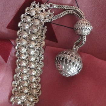 Marvelous Sterling silver bracelet with ball charm
