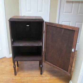 1920s RADIO CABINET - POST #7 OF 7 - Furniture