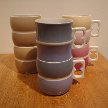 1000 CHROMATICS CUPS - ARZBERG - China and Dinnerware