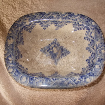 early blue white pie dish