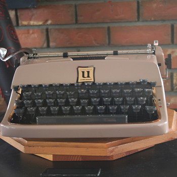 "1960 Underwood Universal ""Golden Touch"" - Office"