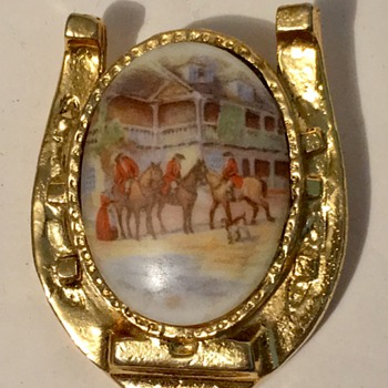Victorian Brooch pin on a Horse shoe brooch - Costume Jewelry