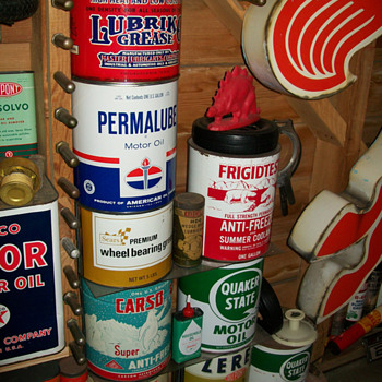 1 gallon and 5 pound cans - Petroliana