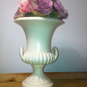BESWICK URN ANY IDEA ON DATE