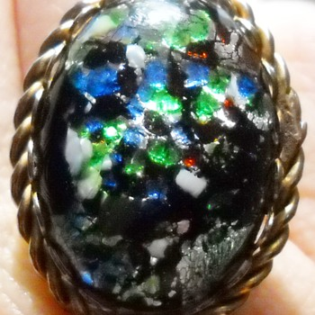 VINTAGE CONFETTI RING - Costume Jewelry