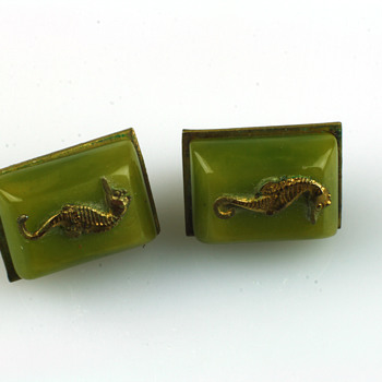 Galalith lizard brooch and seahorse earrings - Costume Jewelry