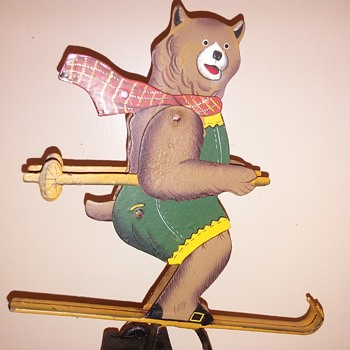 Skiing bear balance toy