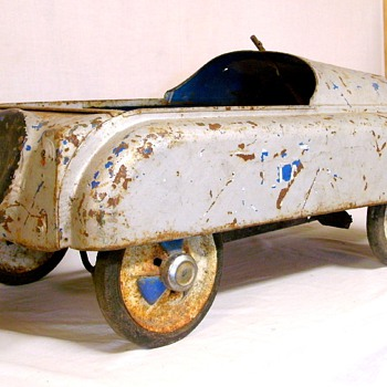 Interesting old pedal car, not sure who made it - Model Cars