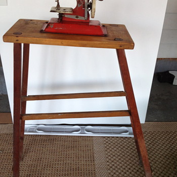 Cutest little child's sewing machine and stand (esp.)