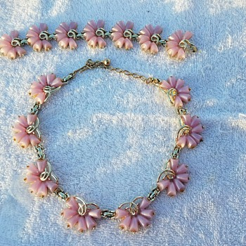 """Vintage """"Pretty in Pink""""Gold Plated Bogoff Necklace & Bracelet Set - Costume Jewelry"""