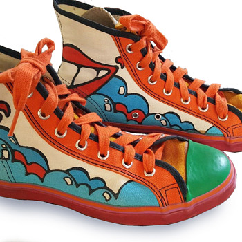 #13 ~ Peter Max Iconic SMILE Sneakers, Original Shoestrings NM - Visual Art