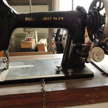 ANTIQUE PORTABLE SEWING MACHINE - Sewing