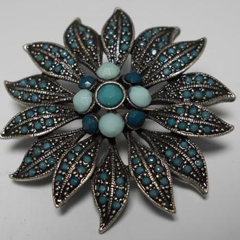 Little Flower Brooch, Circa late 20 century - Costume Jewelry