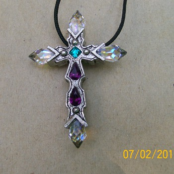 2 pieces of vintage Jewelry a Cross and  amethyst pendant ? - Costume Jewelry