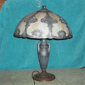 Please help in identifying the manufacturer of my lamp.