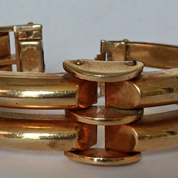 Fun retro /art deco? gold tone bracelet - Costume Jewelry