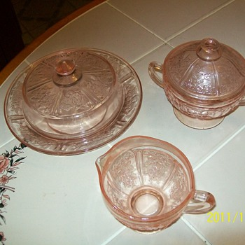 3 pinkish bowls  - Glassware