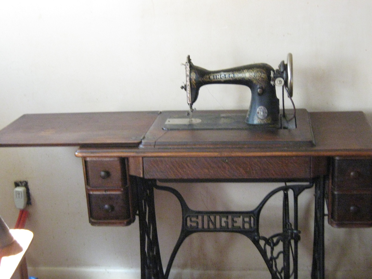 My Antique Singer Sewing Machine With Antique Singer Table Collectors Weekly