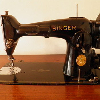 Vintage Singer Sewing Machine - Sewing