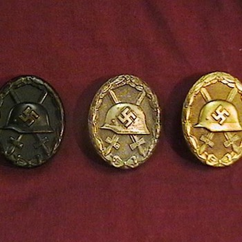 WW II German Black, Silver, and Gold Wound Badges - Military and Wartime
